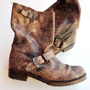 Frye Veronica Short Boot in Distressed Brown